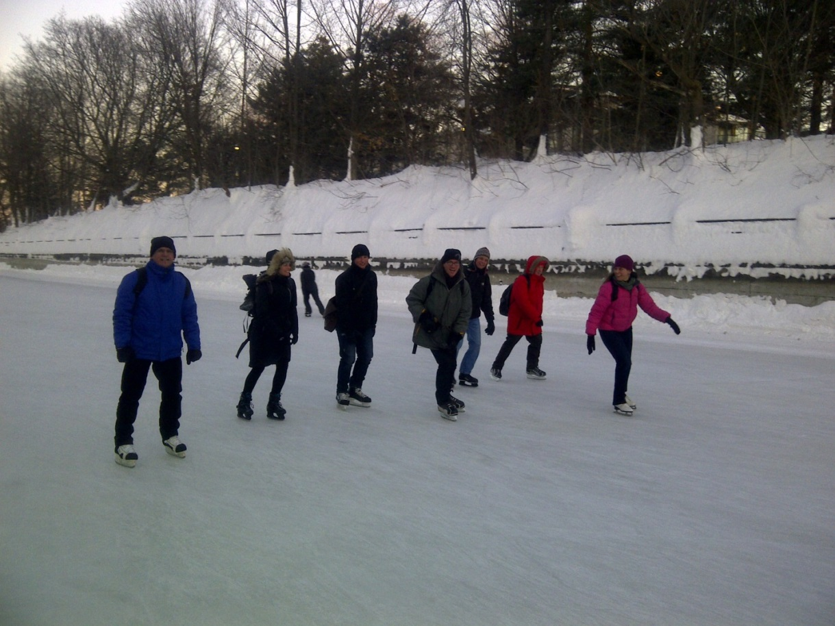 de gauche droite le commissaire rick morgan sarah lobrichon shane zurbrigg wayne. Black Bedroom Furniture Sets. Home Design Ideas