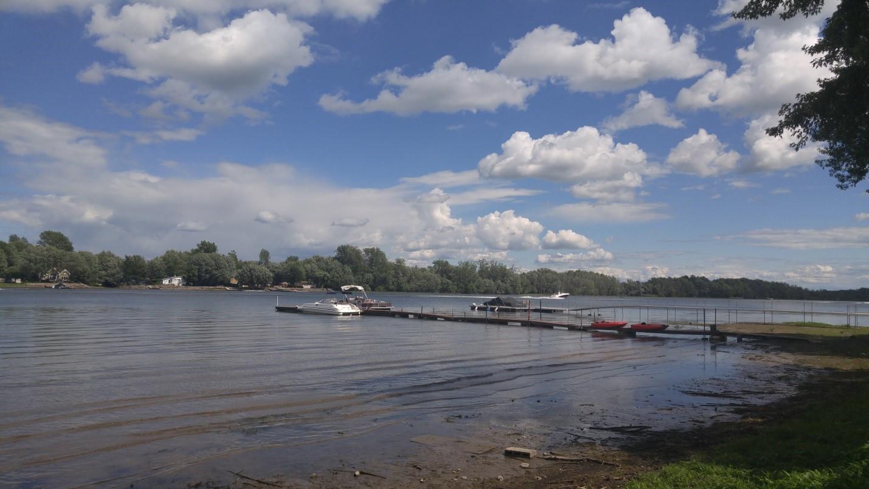 En juillet dernier, les commissaires ont visité la rivière Richelieu, au Québec, point de départ de leur visite informelle de la région du lac Champlain. Photo : Dereth Glance.